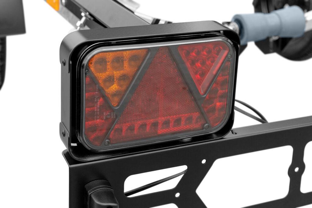 Przyczepa do transportu skuterów wodnych z rolkami - lampa LED